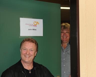 Dirk und John Garderobe2