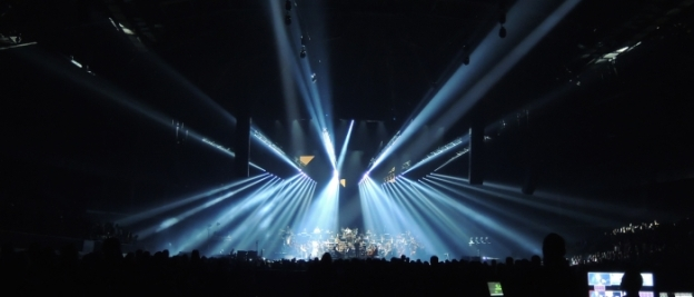 Bühne und Lichtstrahlen