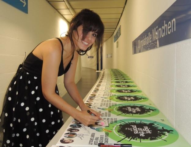 Katie signiert